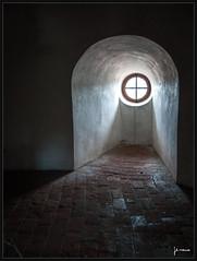 Óculo (Pedro Serrano [pedrisho]) Tags: tower window torre czechrepublic baja ceskykrumlov castillo serrano southbohemia clave repúblicacheca óculo