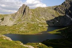 Range II (offroadsound) Tags: shadow lake green walking see sommer space berge rila grün aussicht simple range wandern ausblick bulgary frisch bulgarien einfach twinlake ezero kamm planina ezera bergkette vrah rilagebirge sedemteezera