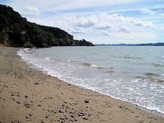 Waiti Bay (russelljsmith) Tags: blue winter sea newzealand sun green beach water sunshine coast sand shore sundaydrive firthofthames 77285mm waitibay