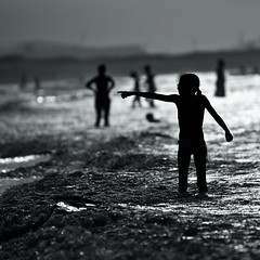 Show Me The Way (migajiro) Tags: bw beach sony playa bn alpha siluetas silouettes migajiro ltytr1 sal70400g blurb2012