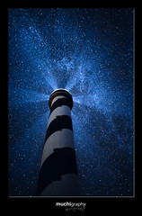 Los tres silencios de las estrellas. (Muchilu) Tags: light lighthouse house night 35mm canon way stars faro milk shot f14 14 via ibiza hi eivissa baleares lactea portinatx muchi milkway muchilu moscarter muchigrafia 2560025 60025600iso