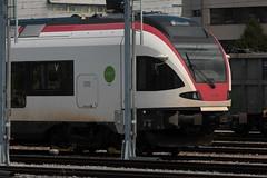 SBB Flirt RABe 523 024 - 3 von Stadler Rail ( Triebwagen - Nahverkehrszug ) auf Hilfsdrehgestellen am Gterbahnhof Bern Weyermannshaus bei Bern im Kanton Bern der Schweiz (chrchr_75) Tags: christoph hurni chriguhurni chriguhurnibluemailch chrchr chrchr75 august 2016 august2016 bahn eisenbahn schweizer bahnen zug train treno albumbahnenderschweiz2016712 albumbahnenderschweiz albumsbbflirt albumbahnsbbrabeflirt flirt sbb cff ffs stadler rail triebzug nahverkehrszug v ffentlicher verkehr
