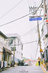 Seoul 2016: Street Of Samcheongdong (Wing Yau Au Yeong) Tags: busstop hill powercables powerpole road samcheongdong seoul slope southkorea street streetphotography waiting kr