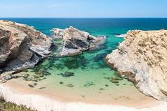 Alentejo (Alvaro Oporto) Tags: d90 alentejo paisaje nikon viaje álvarooporto landscape portugal beach vacaciones playa praia verde azul blue green aguas transparentes water sea mar sines porto covo
