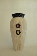 _DSF1319 (dekker@dekker) Tags: italiy sgraffito vase pottery ceramics