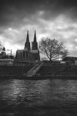 Klner Dom - Cologne, Germany (pas le matin) Tags: bw nb noiretblanc blackandwhite travel voyage germany deutschland allemagne world dom klnerdom cathedral river rivire cathdrale church glise architecture sky ciel clouds cloudy nuages canon 7d canon7d canoneos7d