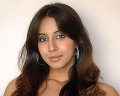 South Actress SANJJANAA Photos Set-11 (20)