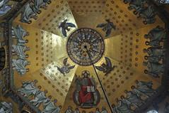 Mosaïque néo-byzantine (XIXe) de la coupole, Chapelle palatine (VIIIe siècle), cathédrale, Aix-la-Chapelle, Rhénanie du Nord-Westphalie, Allemagne. (byb64) Tags: aixlachapelle aachen kreissaachen rhénaniedunordwestphalie nordrheinwestfalen northrhinewestphalia renaniadelnortewestfalia renaniasettentrionalevestfalia allemagne deutschland germany germania alemania europe europa eu ue rfa nrw aquisgrán aquisgrana altstadt ville city citta stadt ciudad town cathédrale cathedral catedrala dom duomo chapellepalatine kaiserdom aachenerdom église church chiesa kirche iglesia igreja igrexa charlemagne unesco unescoworldheritagesite patrimoinemondial gothique gotico gothic artgothique xve 15th carolingien mosaïques mosaic mosaico byzantin octogone
