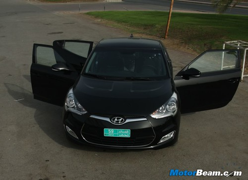 2012-Hyundai-Veloster-07