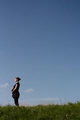 Gesche (Juliet Alpha November) Tags: blue light sky woman cloud clouds licht jan pregnancy himmel wolke wolken pregnant blau frau dyke schwangerschaft blauer deich schwanger meifert