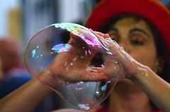 bubble blower (ma[mi]losa) Tags: nikon 2012 bolledisapone artistidistrada bubbleblower d7000 mamilosa micheledefilippo