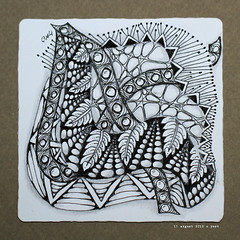 string 13 (shebicycles) Tags: monochrome pen pencil tile square doodle thirteen tps zentangle