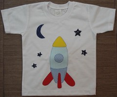 Foguete (Kaasf) Tags: artesanato artesanal patch patchwork camiseta customizada estilizada patchcolagem caamis patchapliqué patchapliqueé