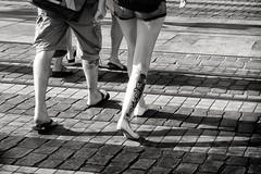 Tattoo conecction (Fernando_PC) Tags: street woman men portugal tattoo walking blackwhite flickr downtown pov lisbon low streetphotography baixa x10 streetphotographer lowpov 500px fujifilmx10 fernandopc