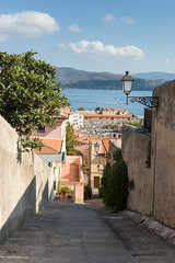 Backstreet in Portoferraio (Peter Lendvai) Tags: toscana tuscany italy 2016 travel peterlendvai phototrip portoferraio isoladelba urban