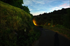 vers la lueur (csamperezbedos) Tags: saintlons lumire lueur sunset crpuscule paysage couchant ciel sky fantastique route aveyron