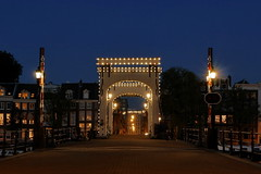 P2390855 (Lumixfan68) Tags: magere brug brcke balkenbrcke klappbrcke amsterdam holland niederlande nachtaufnahmen