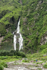 Waterfall near Tal (Elmar Bajora Photography) Tags: nepal dog mountain green water berg trekking waterfall asia asien wasser wasserfall hiking july juli himalaya annapurnacircuit annapurna tal 2012 trekk himal indiansubcontinent grun indischersubkontinent annapurnarunde