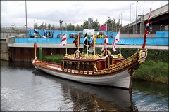 The Gloriana, The Queens Royal Barge (Dan Mumford) Tags: park horses london hockey water basketball swimming giant studio team athletics cola box stadium live 4th saturday police august screen panasonic arena rings bbc wharf beat copper gb british mandeville canary olympic athletes olympics airways studios hoops coca gherkin polo orbit velodrome stratford 2012 wenlock the beatbox hockeystadium olympicrings theolympicstadium teamgb basketballstadium theorbit gloriana basketballarena hockeyarena theolympicpark theolympicrings thevelodrome wenlockandmandeville waterpoloarena cocacolabeatbox thecopperbox athletics4thaugust
