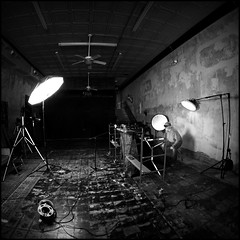 Experiments in Light Set-up (Studio d'Xavier) Tags: bw square 500x500 lightingsetup hip2bsquare strobistsetup