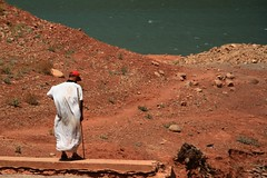 attesa (e-laboratorio) Tags: lake lago uomo morocco marocco nationalgeographic diga highatlas altoatlante ouirgane panoramafotogrfico naturallymorocco barrageouirgane