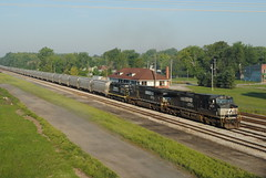 INER_Montpelier-OH_Yard_NS9209_082412-3 (C Telles) Tags: railroad ohio station yard train indian norfolk southern locomotive ge montpelier northeastern emd gp30 c409w ns9209 ns9373 iner2330