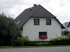 :p (onnola) Tags: flowers house face germany deutschland gesicht dorf village haus blumen mecklenburgvorpommern mecklenburgwesternpomerania vorpommerngreifswald dargelin landhagen