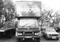 1977 Bedford KM 1977. (Truckpics405) Tags: removals bedfordlorry pickfords bedfordkm