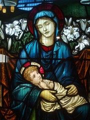 Virgin & Child, St Oswald's, Rugby (Aidan McRae Thomson) Tags: church window rugby victorian stainedglass warwickshire stoswalds morrisco johnhenrydearle