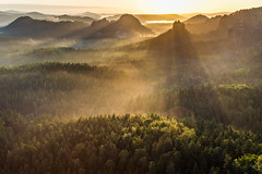 Faithful German Rays (camelos) Tags: morning mountain fog sunrise deutschland winterberg sachsischeschweiz saskesvycarsko