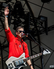 Calexico @ Citadel festival (Cath Dupuy) Tags: music london festival victoriapark tuscon hackney calexico musicphotography joeyburns johnconvertino casadecalexico edgeofthesun citadelfestival