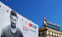 Tio Pepe y Tio Beckham. Vigilando al intruso  / Watching the intruder.  Puerta del Sol, Madrid (Ramon Oria) Tags: david beckham davidbeckham puertadelsol real realmadrid puerta del sol madrid nen tiopepe tio pepe advertising ad anuncio portrait intruso intruder spain