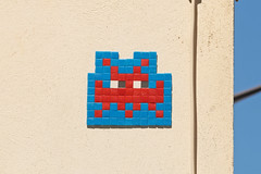 Paris 6me (PA_176) (Meteorry) Tags: europe france idf ledefrance paris spaceinvader spaceinvaders invader invaderwashere tiles carrelage carreaux mur wall street rue art artderue pixels pa176 blue bleu reactivated reactivation outlined red rouge july 2016 meteorry
