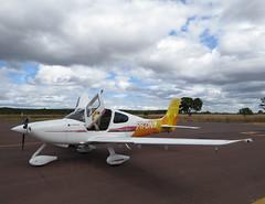 Cirrus aircraft SR-20 PR-DNY (Aeroporto de Montes Claros / Montes Claros Airport) Tags: cirrus aircraft sr20 prdny asolar aeroportomarioribeiro aeroportodemontesclaros avio