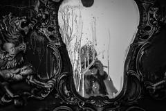 autoritratto con schizzo (pino piedimonte) Tags: pinopiedimonte alone alienazione biancoenero bw blackwhite f fondazioneprada head italia italy incomunicabilità licwip milano monocrome monocromo neroametà nikond3300 omaggio portrait ritratto testa uomo umanoide autoritratto