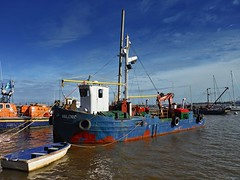 XP70_DSCF2080zaB (A. Neto) Tags: xp70 fujifilm fujifilmxp70 color river water boat ship sky clouds riodelaplata uruguay coloniadelsacramento fishing