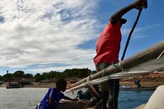 Sailing on a wooden dhow to Kiwla Kisiwani from Kilwa Masoko (8) (Prof. Mortel) Tags: tanzania dhow kilwamasoko kilwakisiwani