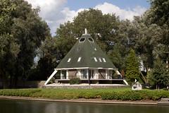 Helmond - Kanaaldijk (grotevriendelijkereus) Tags: helmond netherlands nederland holland brabant town stad plaats city villa huis house architecture