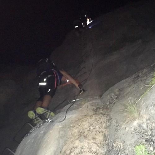 Ferrata nocturna ambientada con luna casi llena y música #rabolagartija #Villena #turismovillena #miplancostablanca @costablancaorg #senderismo #rutas #mountain