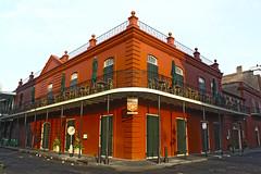 (El Papasfritas) Tags: rojo red naranja orange buildings edificios corners esquinas balcones balcons calles streets