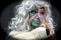 Ragdoll Girl 01 (akumaohz) Tags: maske mask people person personen portrait nikon d3200 halloween indoor drinnen deutschland germany schminke makeup fasching karneval farbe color colorful portrt grn green kostm pink nhte ragdoll flicken flickenpuppe puppe fissure puppet doll traurig sad unhappy girl mdchen teddy bear