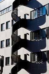 Escalera de incendios (mandoft) Tags: estocolmo sweden stockholm escalera sombra edificio suecia stockholmsln se