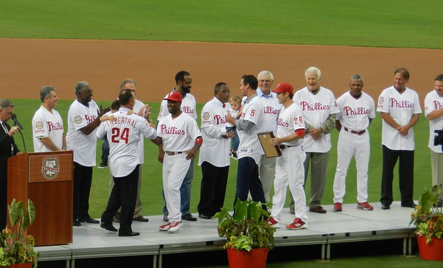 jimmy rollins, chase utley, & pat burrell come up to honor mike lieberthal