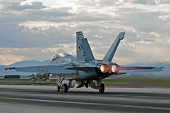 boeing f/a-18f super hornet (MatthewPHX) Tags: california us flying nikon fighter navy super strike hornet boeing f18 usnavy eagles naf 122 squadron fa18 elcentro superhornet fa18f vfa122 flyingeagles d90 strikefightersquadron122 nafelcentro nafec 165675
