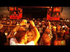 Manip 87 | Danny Jones & Demi Lovato (izzyjoneslovato) Tags: show california usa cute love festival concert kiss couple eua blonde manip edit brucespringsteen mcfly dannyjones demilovato jolato lovones