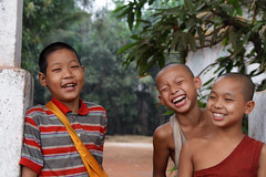 Three Friends (cormend) Tags: trip travel canon eos asia tour state burma tourist independent myanmar southeast kayin 50d burmanie hpaan cormend