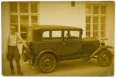 1929 (ViTaRu) Tags: old chevrolet car sepia vintage finland costume automobile antique vehicle driver 29 1929 chauffeur lieto vintagescene 5dmk2 vilkkimenmeijeri 2880f2840l