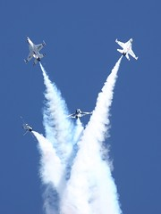 (Eagle Driver Wanted) Tags: us team fighter break force aircraft military air flight demonstration f16 thunderbirds lockheed viper usaf aero aerospace usairforce militaryaviation lockheedmartin militaryaircraft fighterjet fightingfalcon airforceaircraft flightdemonstrationteam