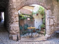 Malcesine on Lake Garda (JauntyJane) Tags: italy courtyard malcesine lakegarda italienlakes yahoo:yourpictures=yoursummer