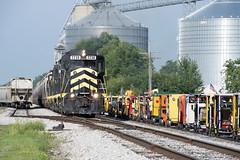 Grain Train and NARCOA Meet on Indiana Northeastern (Troy Strane) Tags: indiananortheastern corn motorcars narcoa edon ohio wabash siding gp30 emd